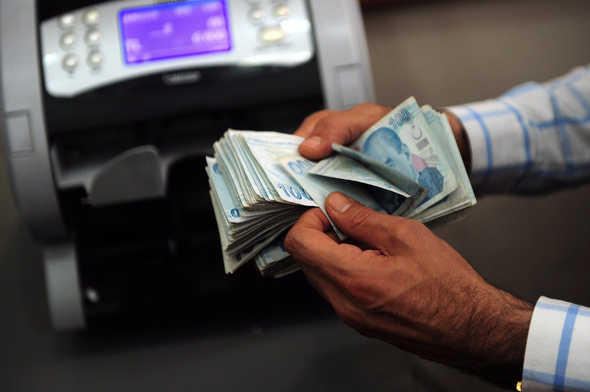 عاجل: نشرة سعر صرف الليرة مساء اليوم الإثنين