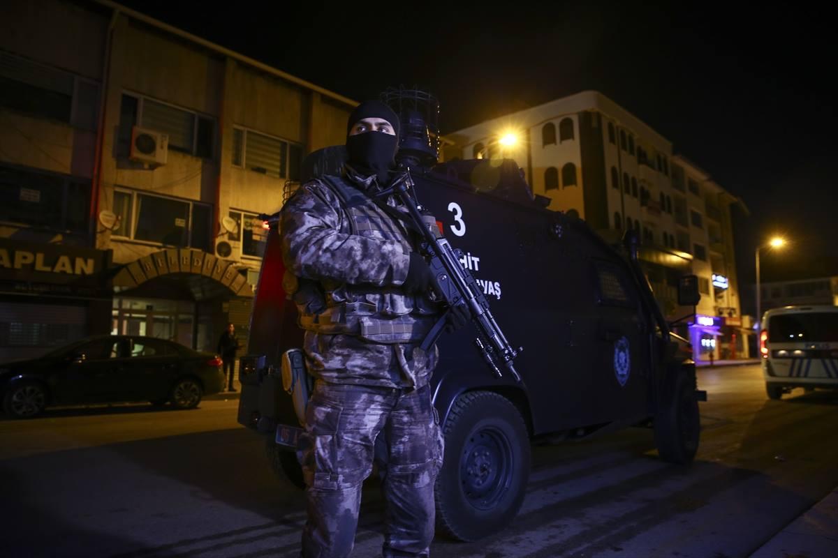 الاستخبارات التركية تكتشف شبكة كبيرة تُحرِّ ض ضدّ السوريين