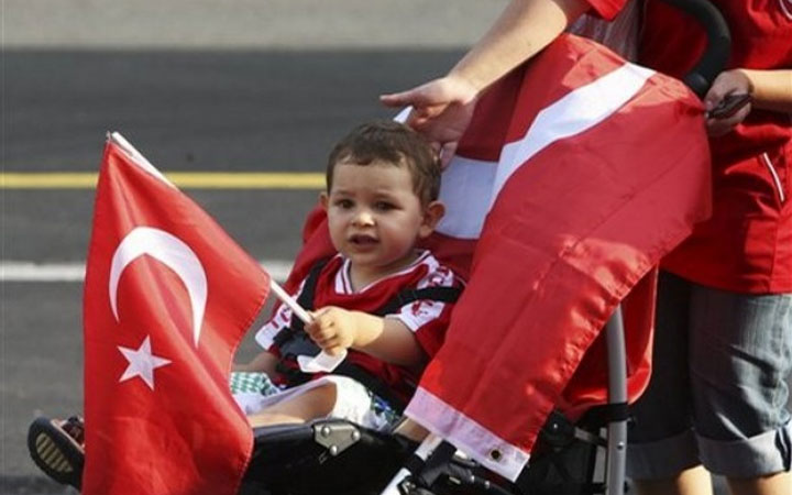 تحركات جديدة في البرلمان التركي لتمرير قانون الجنسية التركية للأطفال السوريين المولودين في تركيا