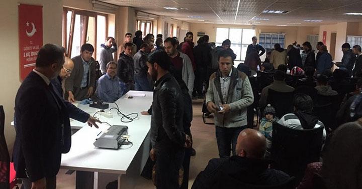 مشروع لتشغيل نحو 7500 لاجئ سوري في تركيا .. سيُطبق في 4 ولايات