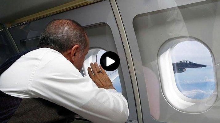 شاهد لقطات تعرض لأول مرة لطيار تركي وهو يلقي التحية للرئيس أردوغان وهو في الطائرة الرئاسية تشعل قلوب الأتراك