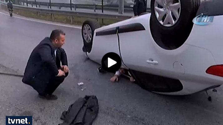 شاهد كيف أنقذت فرق الانقاذ التركية رجلًأ إنقلبت سيارته في إسطنبول !!