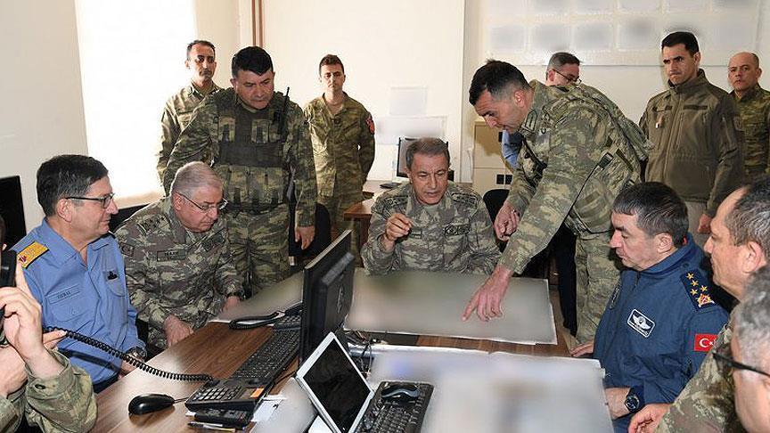 رئيس الأركان التركي يتفقد الوحدات على الحدود مع العراق