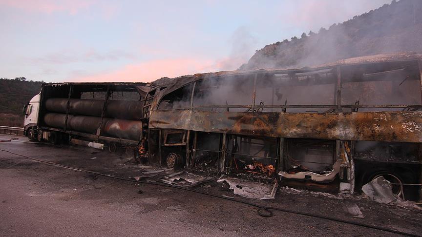 قتلى وجرحى جراء اصطدام حافلة ركاب بشاحنة شمالي تركيا