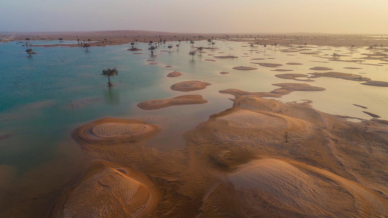 بحيرات في الربع الخالي بالسعودية