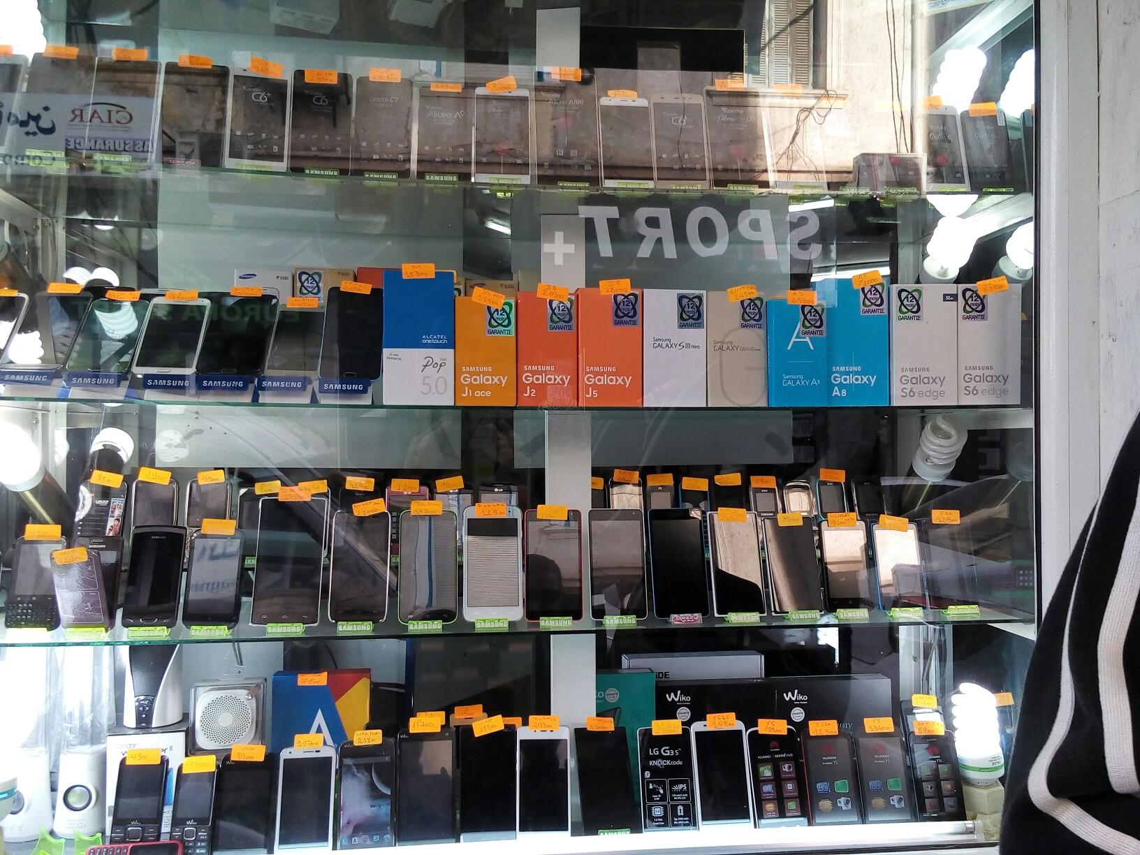 بائع هواتف سوري يكشف طريقة تتريك الهواتف في السوق السوداء