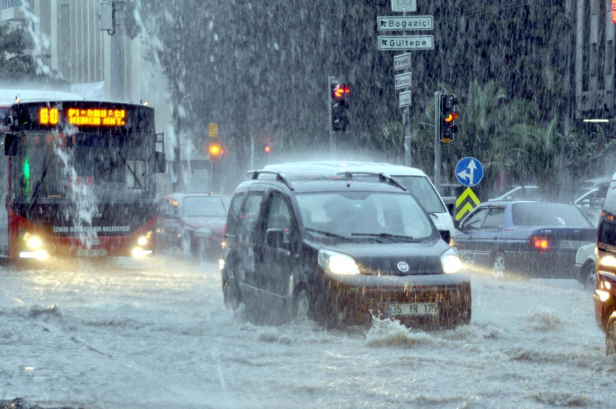 الأرصاد الجوية التركية تحذر من عواصف رعدية وأصحاب غزيرة وسيول في هذه المناطق من تركيا