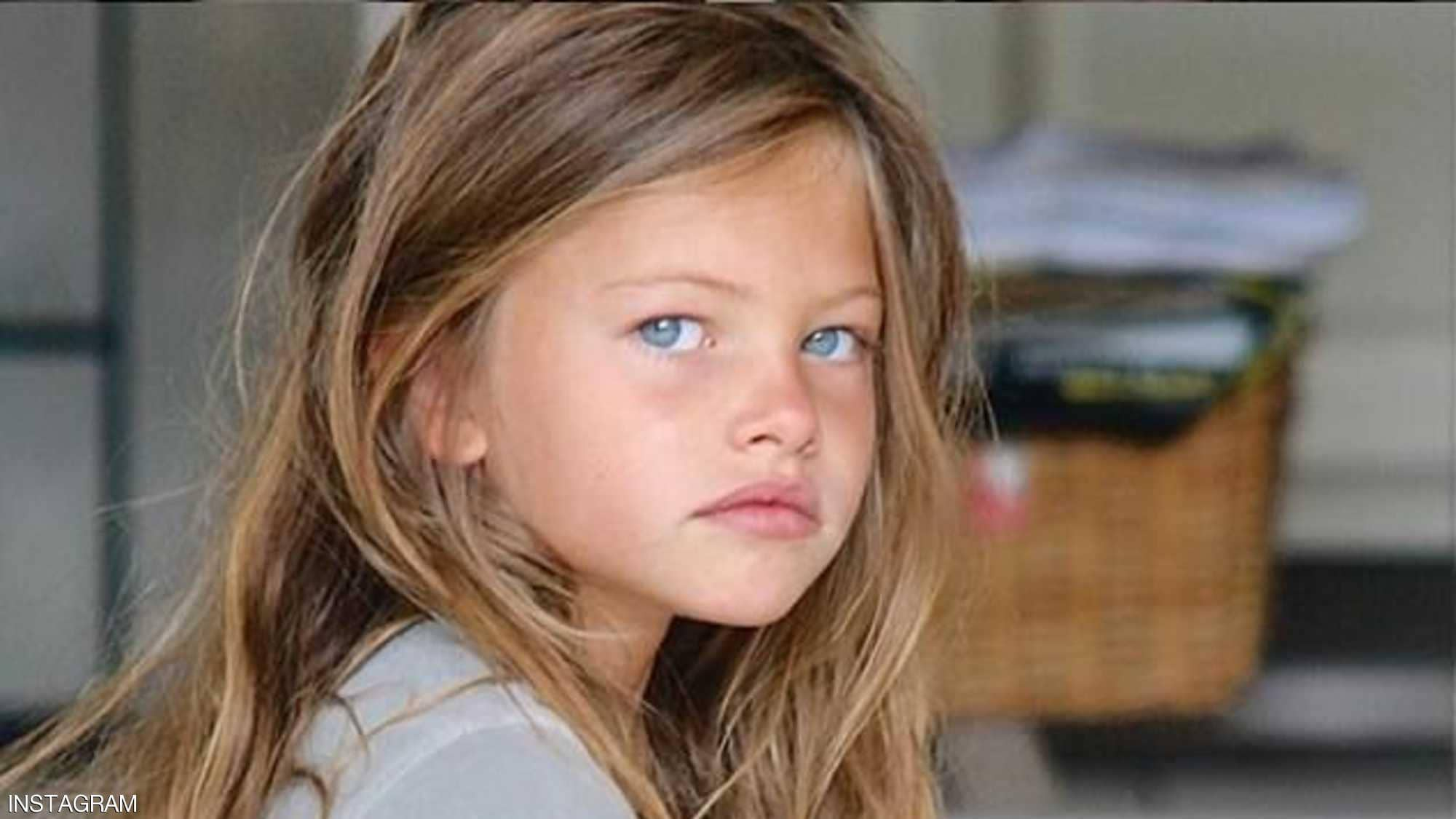 أجمل فتاة في العالم تشارك في تحدي الـ 10 سنوات ! (شاهد)