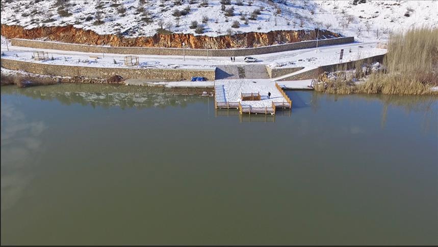 """بحيرة """"غول باشي"""" شتاءً.. قبلة تركية لهواة التصوير"""