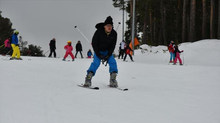 """مركز """"جيبل تبه"""" بتركيا يعيش أفضل مواسمه.. التزلج وسط الغابات"""