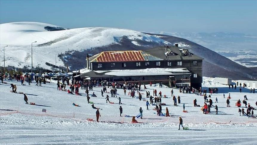 """تركيا.. إقبال كبير على مركز """"لاديك اكداغ"""" للتزلج"""