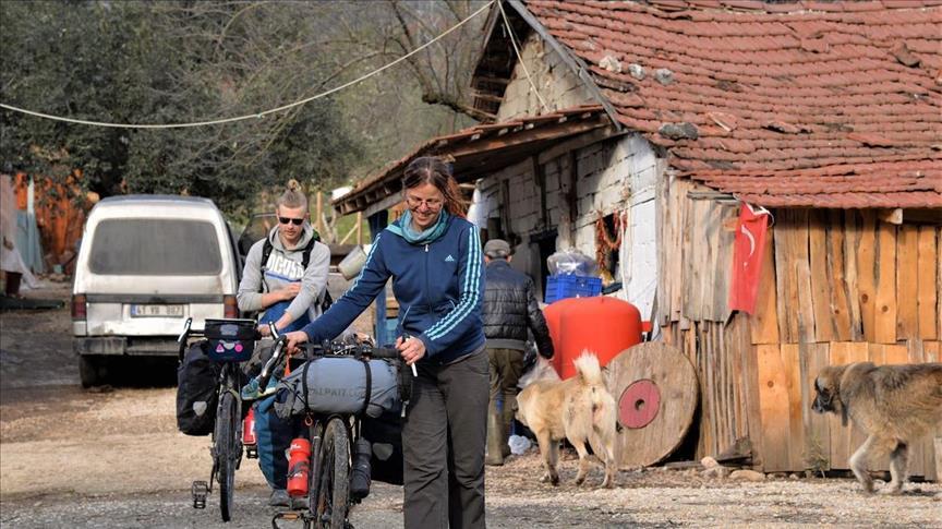 """مزرعة في """"بيلاجيك"""" التركية تستقبل متطوعين من كافة انحاء العالم"""