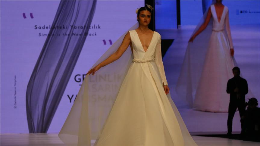 أحدث صيحات فساتين الزفاف بمعرض دولي في إزمير التركية