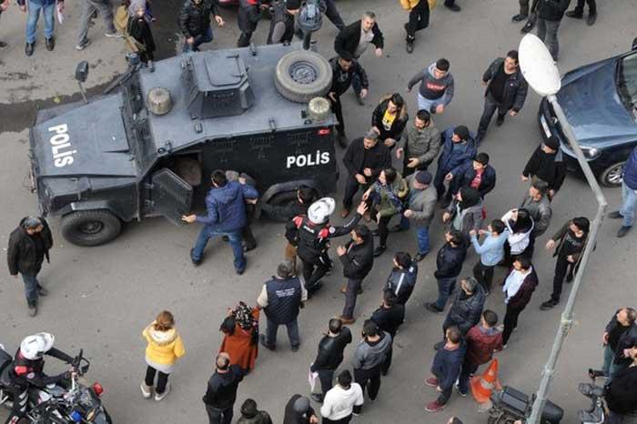 السلطات التركية تعتقل رجل تركي في مدينة ديار بكر لهذا السبب