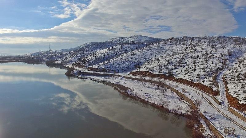 """بحيرة """"غول باشي"""" التركية تتحول إلى قبلة لهواة التصوير خلال الشتاء"""