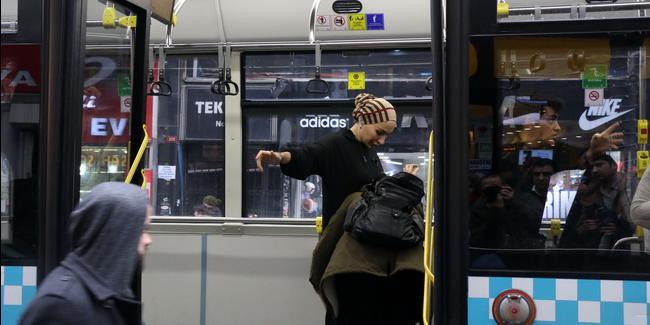 واقعة غريبة في إحدى حافلات النقل العام في إسطنبول