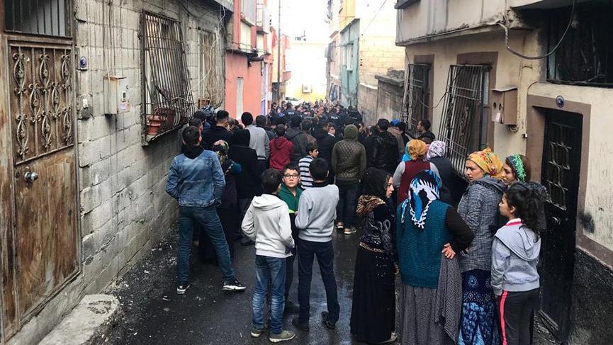 الشرطة التركية تعتقل 4 أشخاص في ازمير