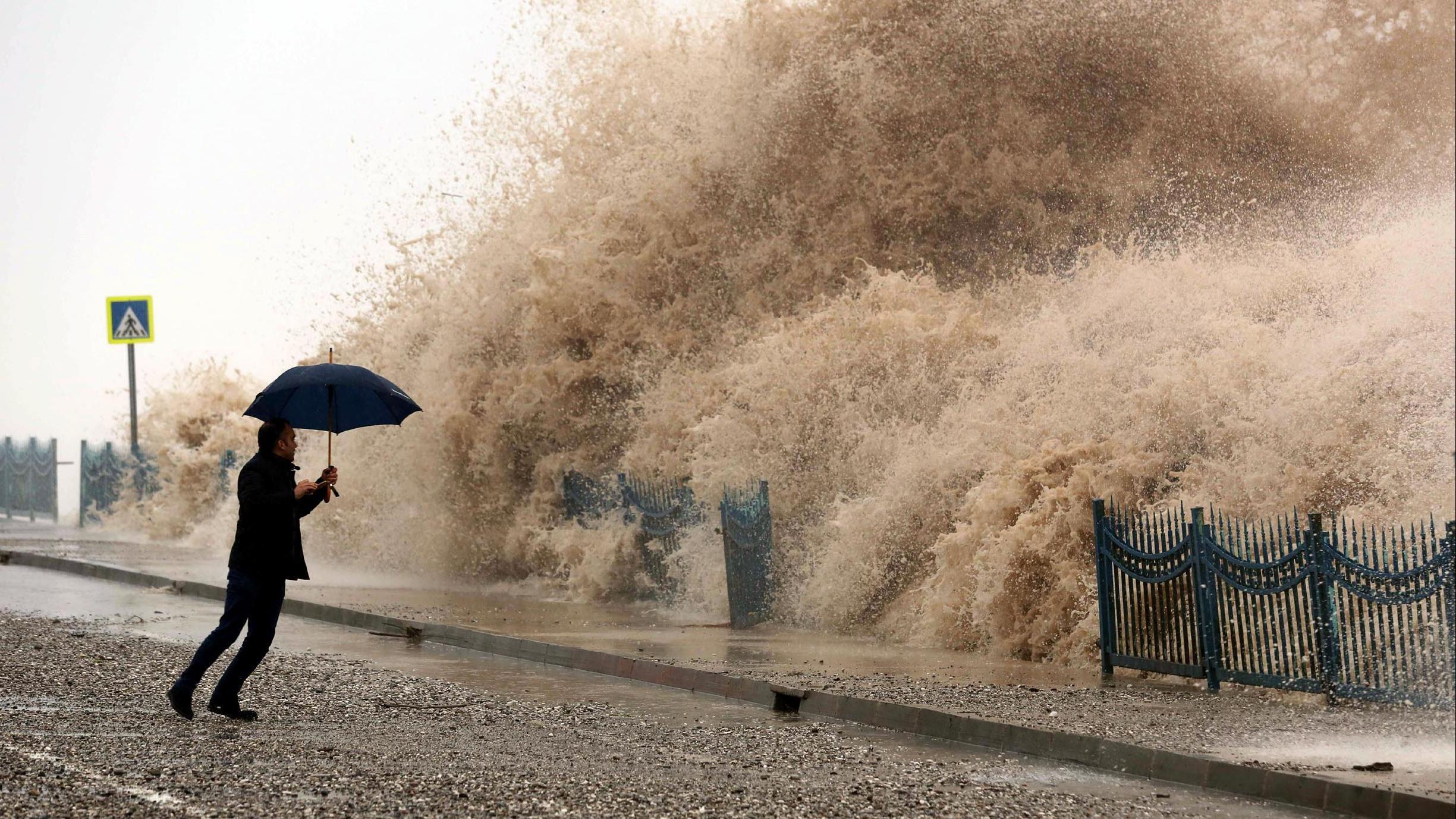 الأرصاد الجوية تطلق تحذير قوي للمواطنين والسكان من عواصف رعدية قوية