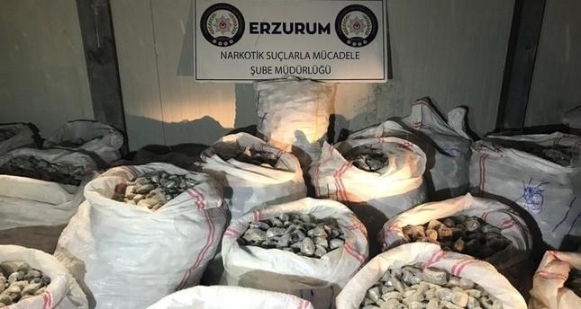 الأمن التركي يضبط 1.5 طن هير و يين في شاحنة قادمة من هذا البلد