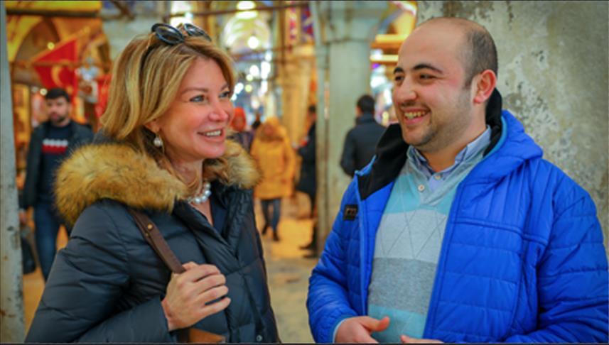 جاران سوريان فرقتهما الحرب وأظلهما سوق إسطنبول المسقوف