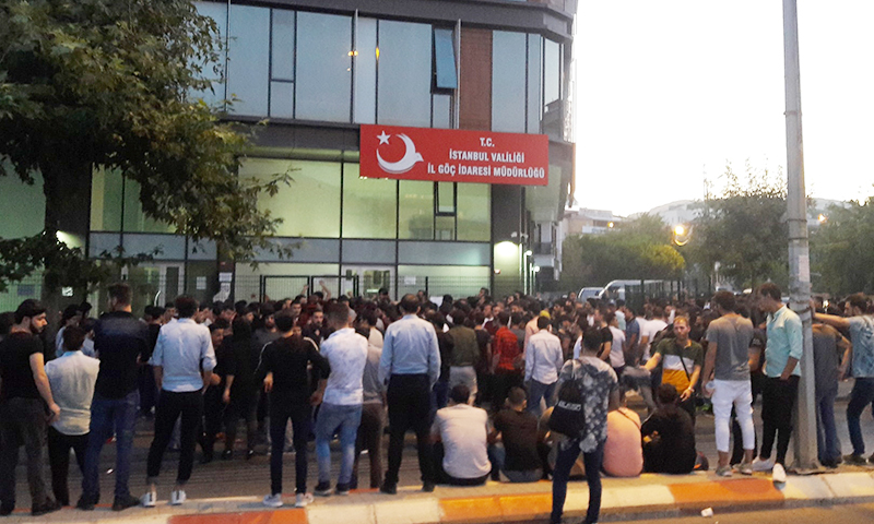 """""""بعضها مستفز"""".. مركز بحثي يزعم وجود 5 مصاعب تواجه أتراك إسطنبول بسبب السوريين"""