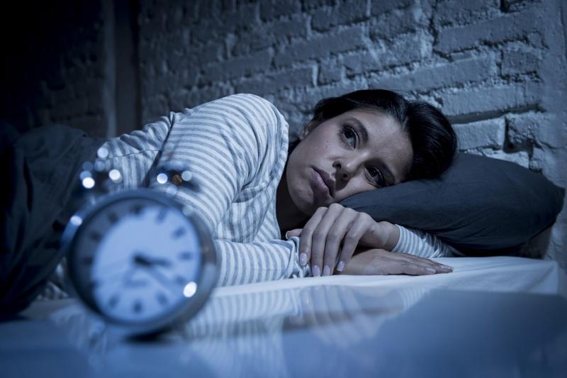 أطباء يكشفون عن طرق للنوم بسرعة بعد الاستيقاظ ليلا