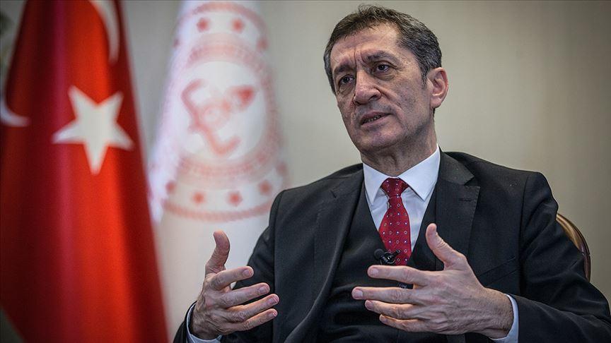 ظهور مفاجئ لضياء سلجوق بعد استقالته عن منصب وزير التعليم (صورة)
