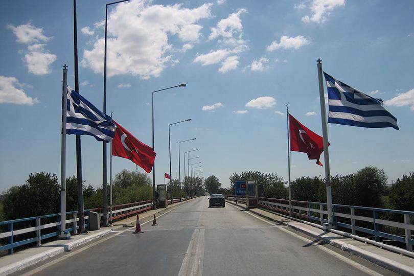 يشمل السوريين.. اليونان تصدر قراراً مفاجئاً بشأن اللاجئين القادمين من تركيا