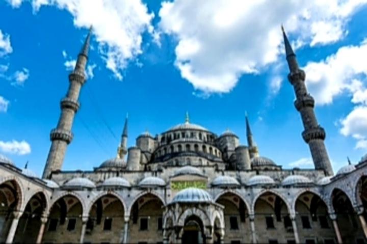 ما هي قصة الصحابي أبي أيوب الأنصاري الذي يزوره أردوغان باستمرار، وما قصة وصوله إسطنبول؟