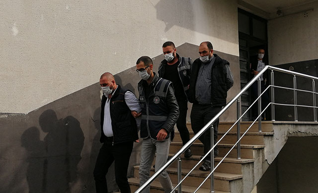 تم إرسال 5 من سائقي سيارات الأجرة الذين شاركوا في القـ .ـتال من أجل نقل الركاب في إسنيورت إلى المحكمة