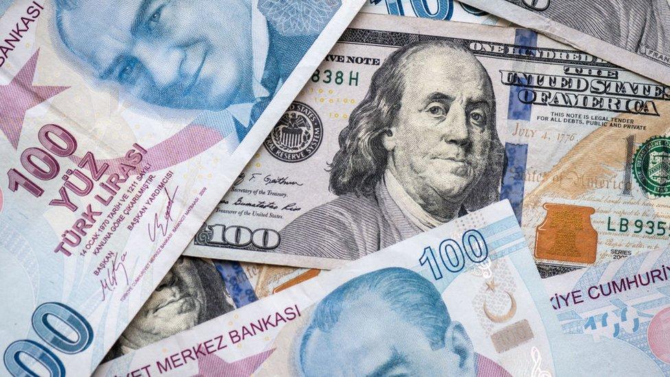 آخر أسعار العملات والذهب في تركيا ليوم الأحد
