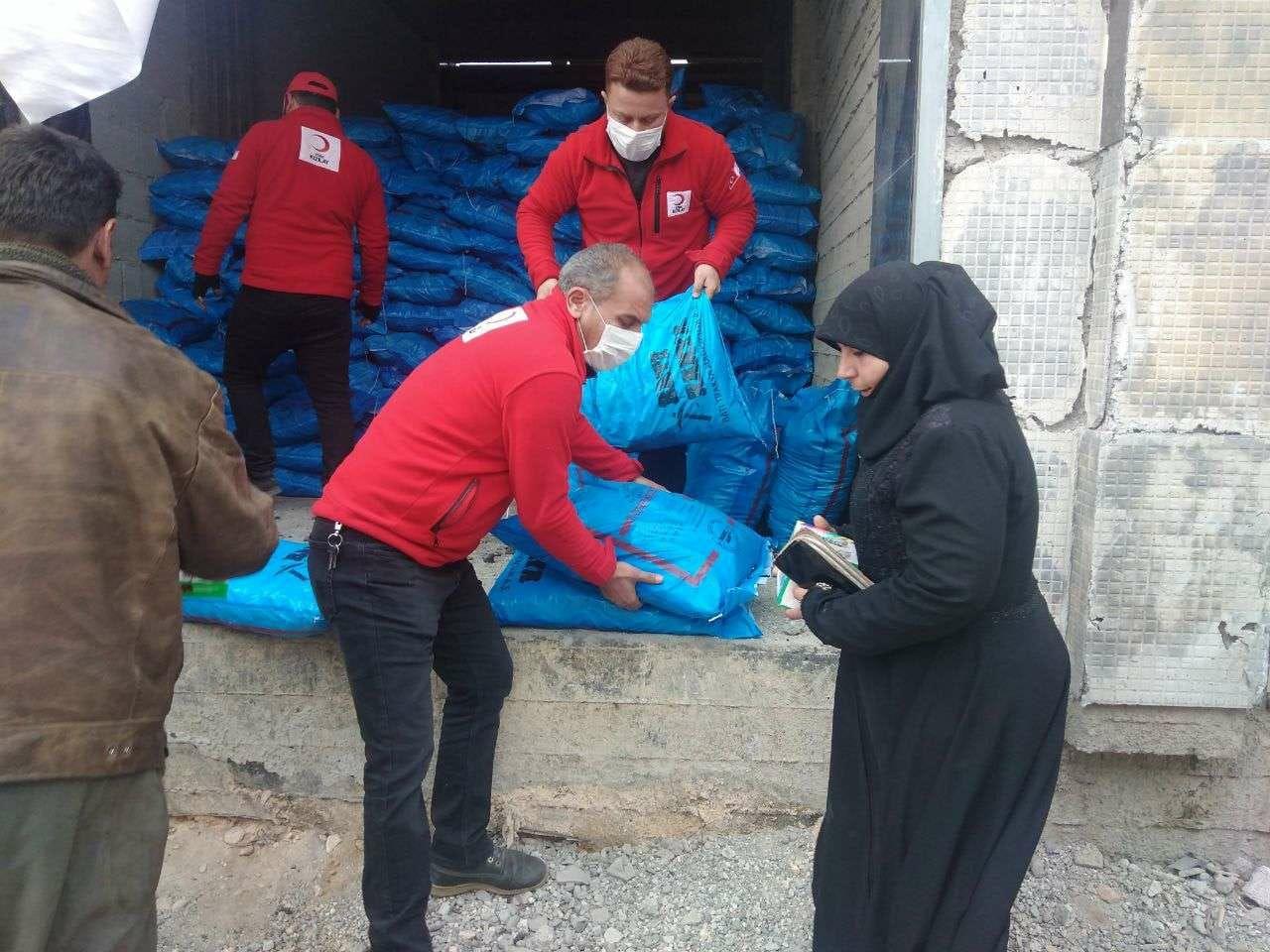 من جديد... الهلال الأحمر التركي يقدم المساعدات في عدة مناطق مختلفة ضمن الشمال السوري