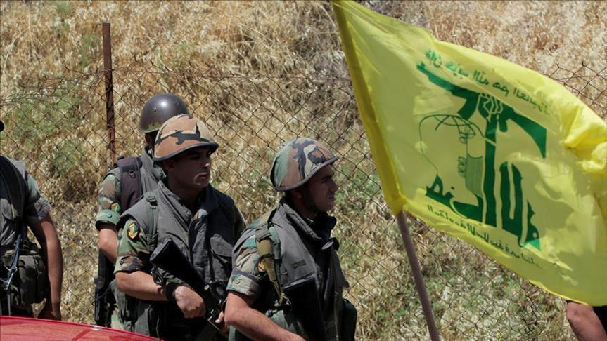 """سوري يروي قصة """"دفـ.ـنه حياً"""" على يد ميليـ.ـشيا حزب الله أثناء عبوره إلى لبنان"""