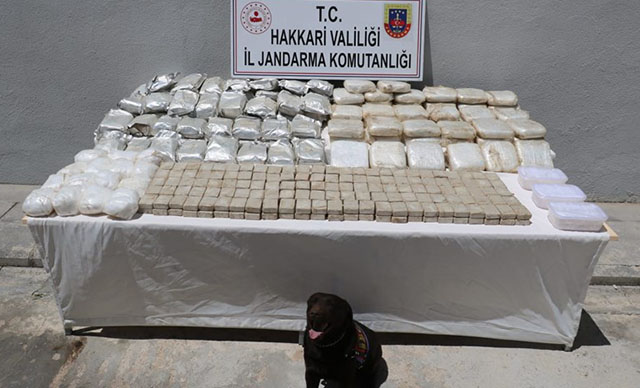 السلطات التركية تضـ .ـبط كميات كبيرة من المواد الممـ .ـنوعة في هكاري