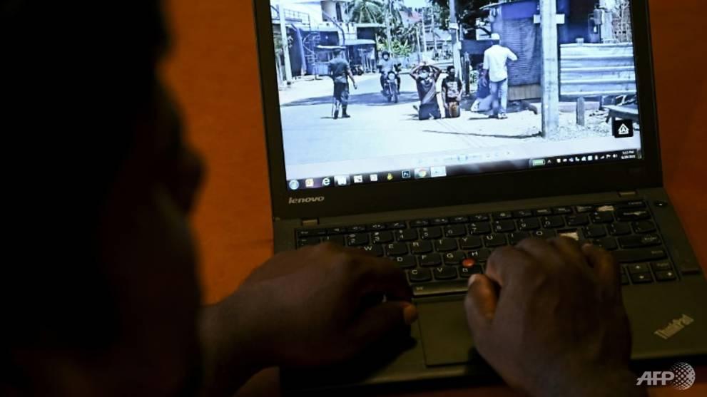 """الجيش السريلانكي يجبر مسلمين على الركوع في الشارع.. والسلطات تتخذ خطوة """"نادرة"""""""