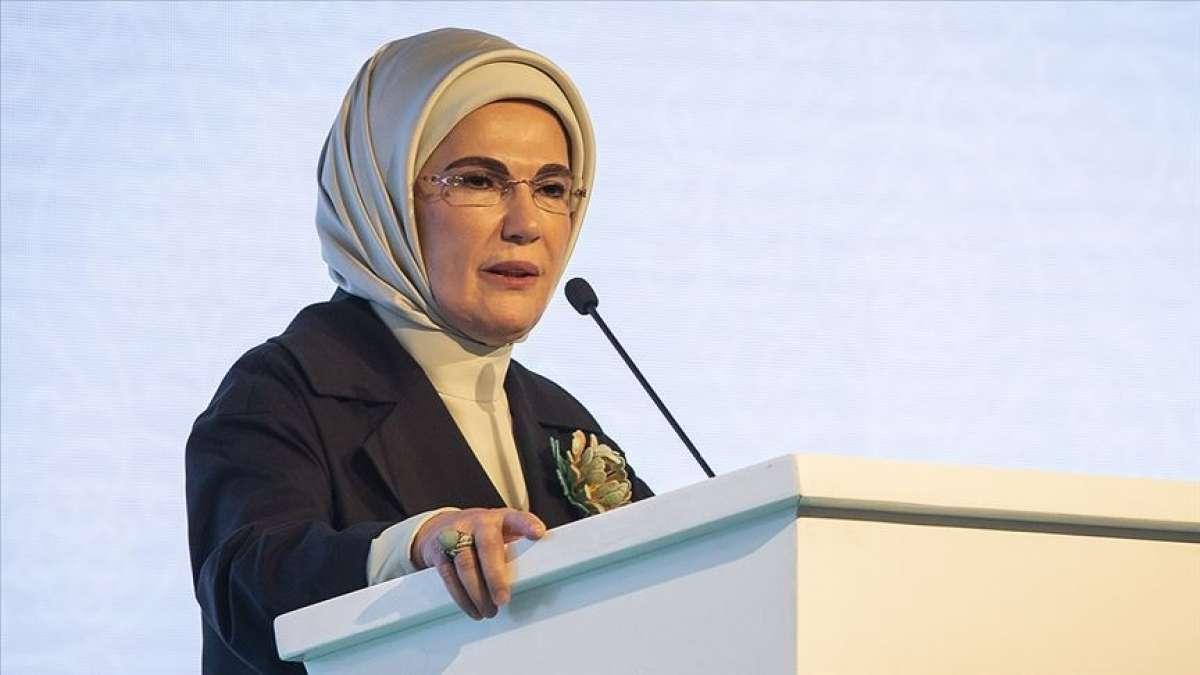 السيدة الأولى أمينة أردوغان: من واجبنا الإنساني أن نفتح الأبواب أمام اللاجئين