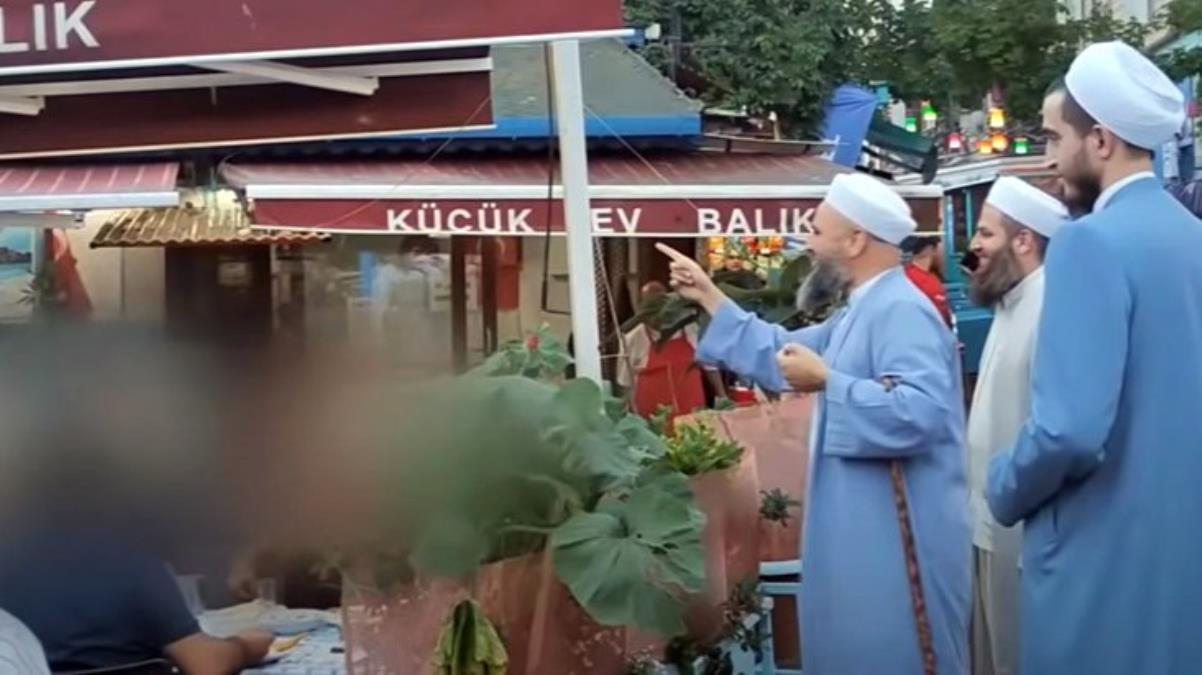مجموعة من الدعاة الإسلامية تتنقل بين أحياء اسطنبول وتدعو الناس إلى ترك الخـ.ـ مر والرجوع إلى الله (فيديو)