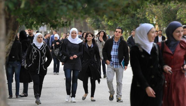 هل يدخل السوريون الجامعات دون إجراء أي امتحانات؟ الجواب من دائرة الهجرة..!!