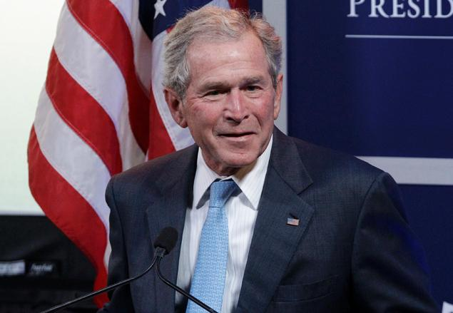 """بالفيديو: انفجـ.ـر بوجهه غضباً، ووصفه بالكـ.ـاذب، وطالبه بالاعتذار من العراقيين! فيديو لأمريكي قـ.ـاتل بالعراق يهـ.ـاجم """"بوش"""""""