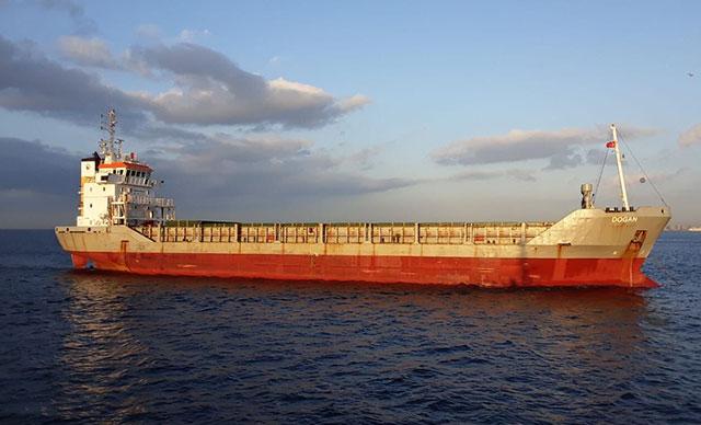طولها 90 متراً… خلل يوقف سفينة شحن وسط البوسفور