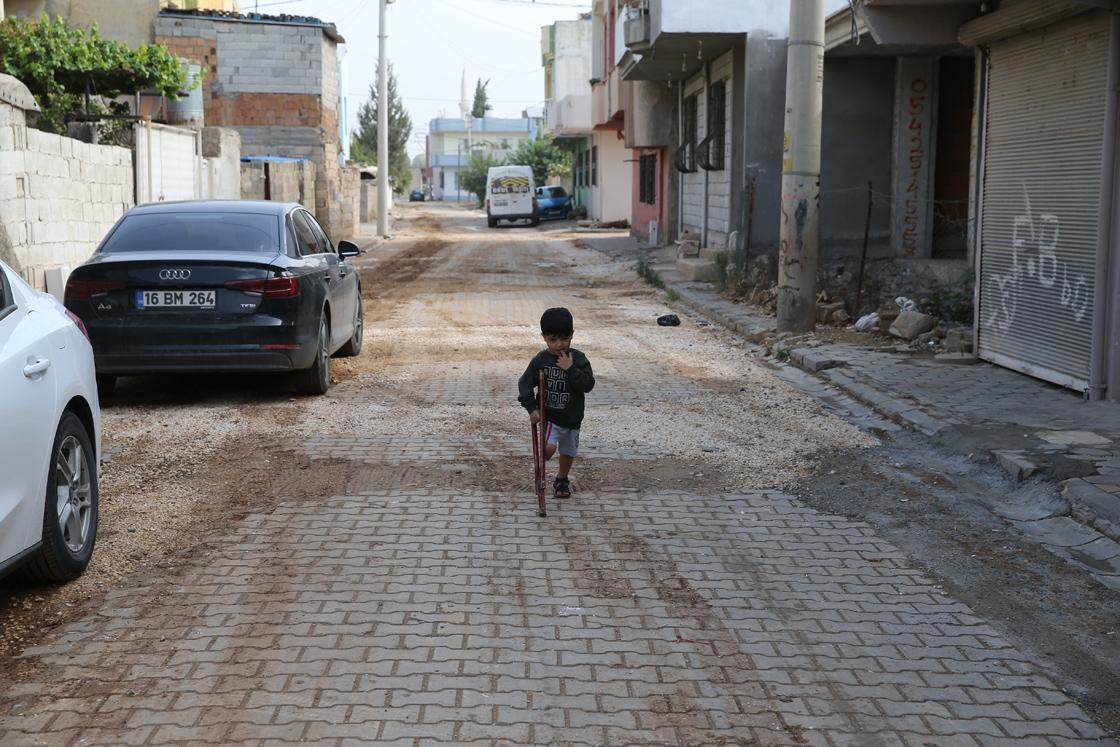 فاعل الخير يوفي بوعده للطفل السوري محمد بالحصول على ساق اصطناعية (صور)